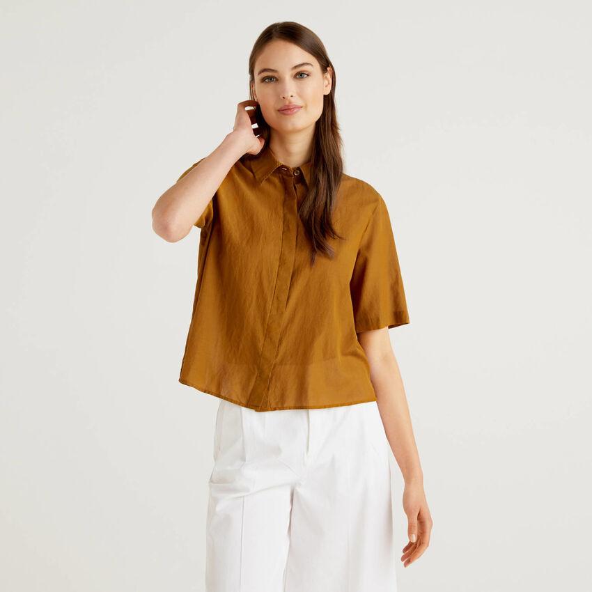 Camisa ligera de manga corta