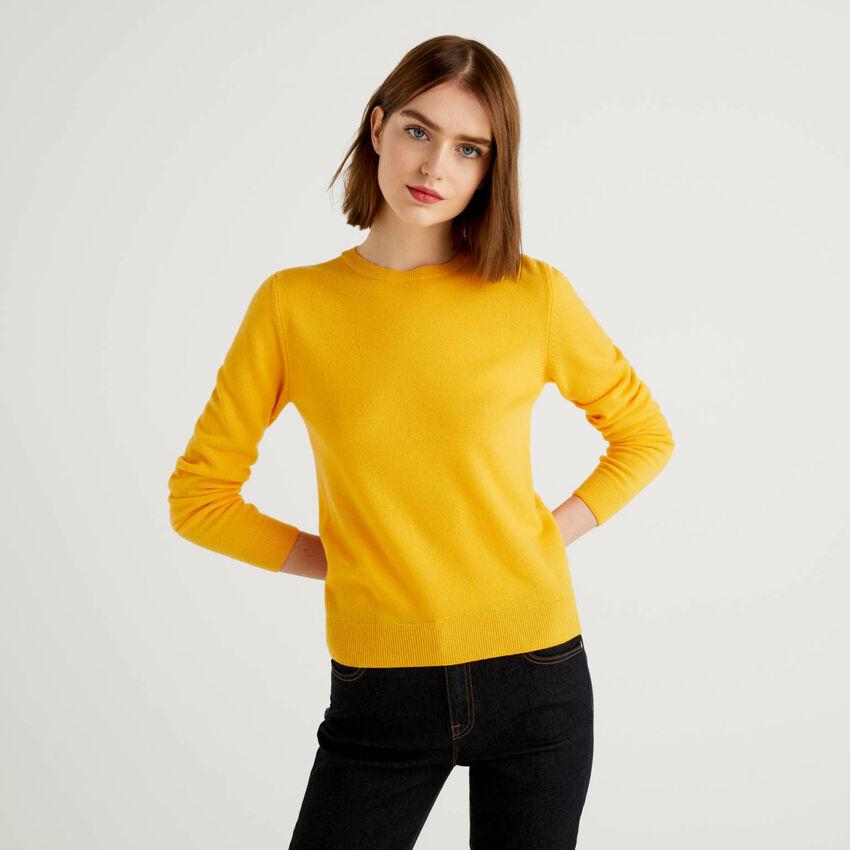 Jersey de cuello redondo amarillo de pura lana virgen