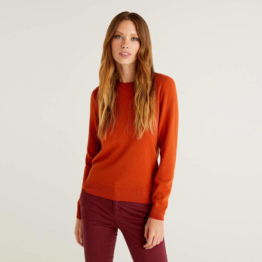Jersey de cuello redondo color ladrillo de pura lana virgen