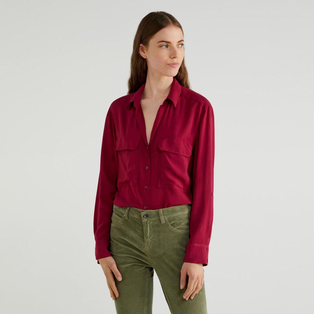 Camisa fluida con bolsillos