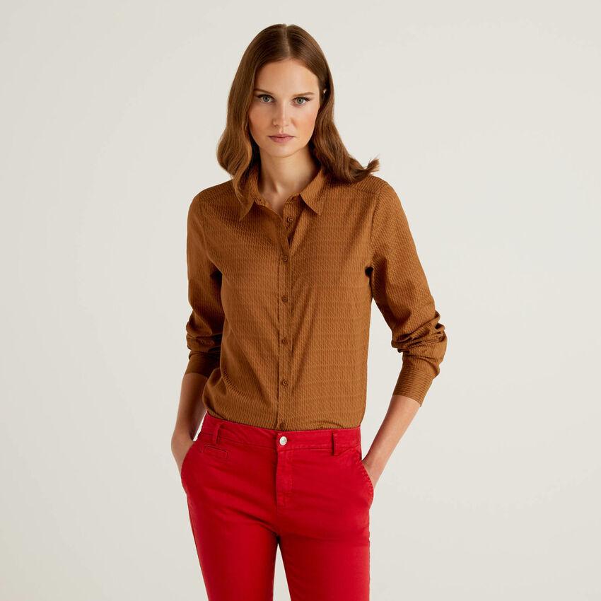 Camisa con estampado marrón de 100 % algodón