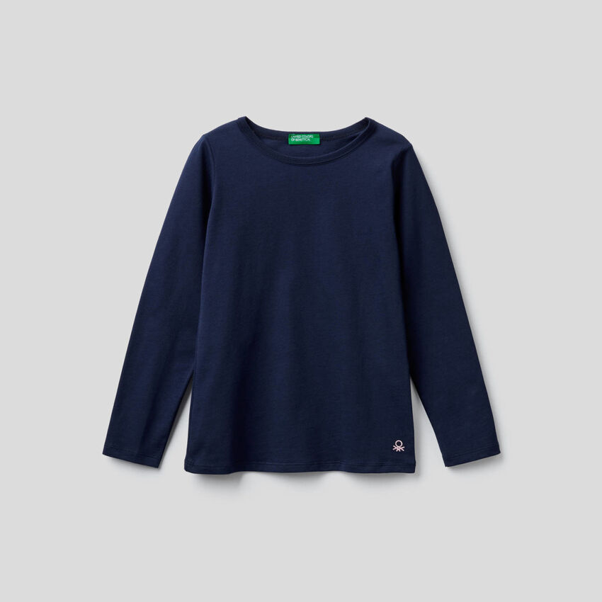 Camiseta azul oscuro de manga larga