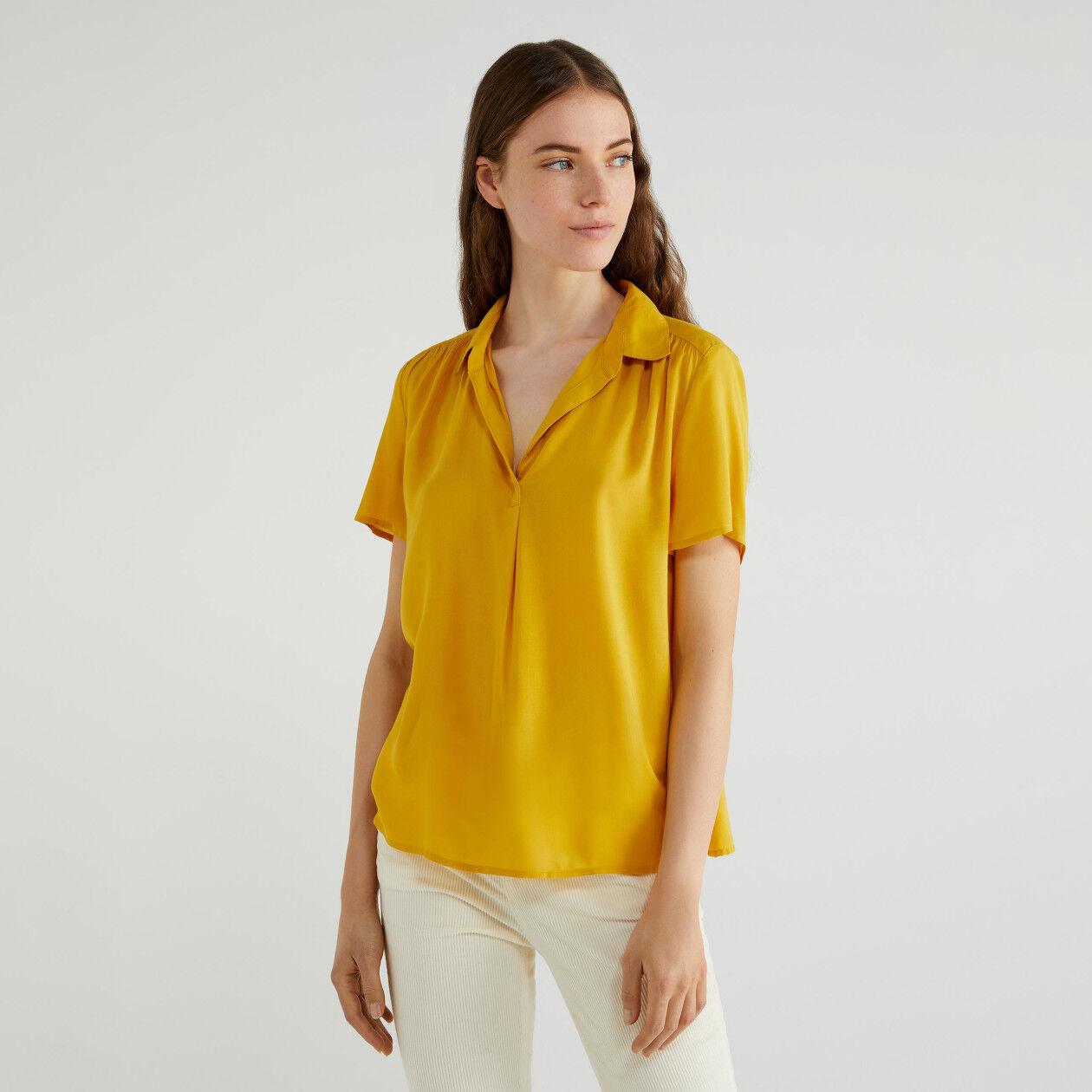 Blusa con escote de pico