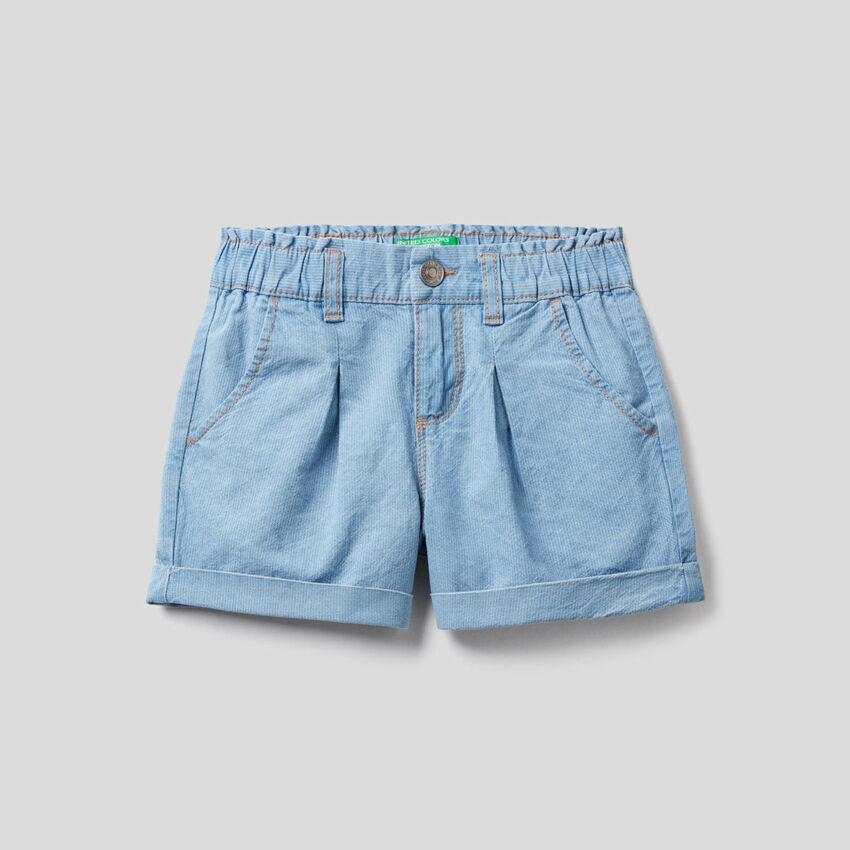 Pantalón corto de efecto vaquero con vuelta