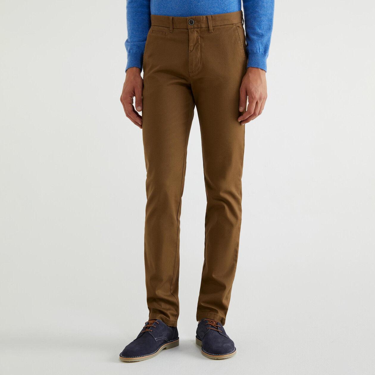Pantalones chinos ceñidos de algodón