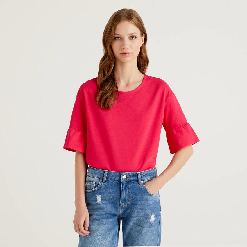 Camiseta con volantes en las mangas