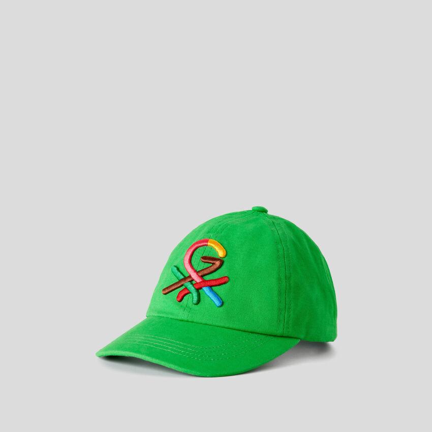 Gorra verde con logotipo bordado by Ghali