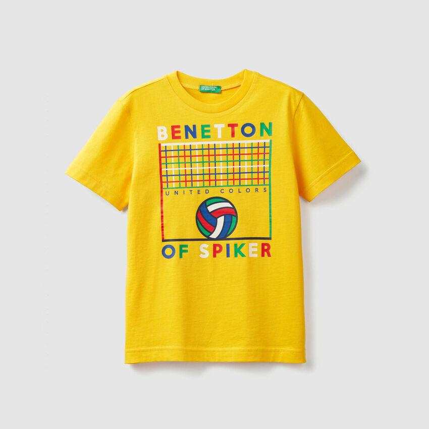 Camiseta con estampado deportivo