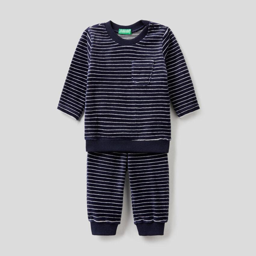 Pijama de chenilla estampada