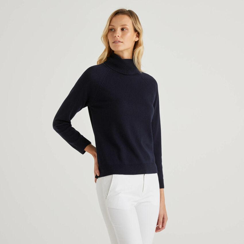 Jersey de cuello alto azul oscuro en mezcla de lana y cachemir