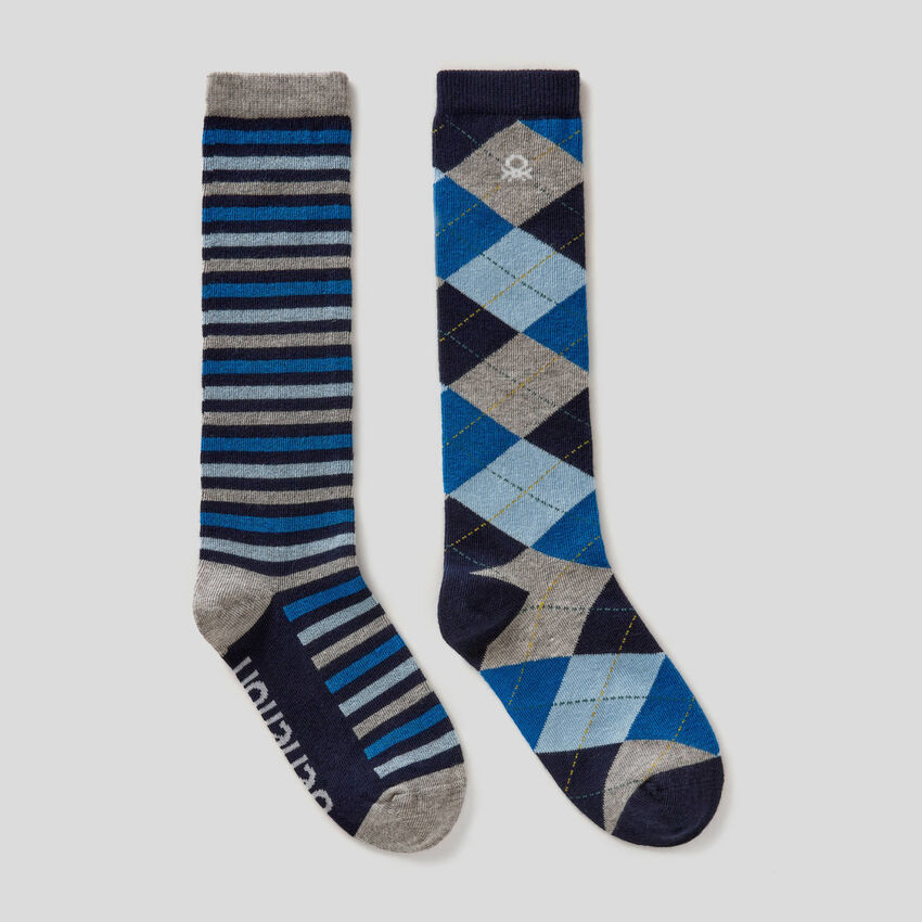 Dos pares de calcetines altos estampados