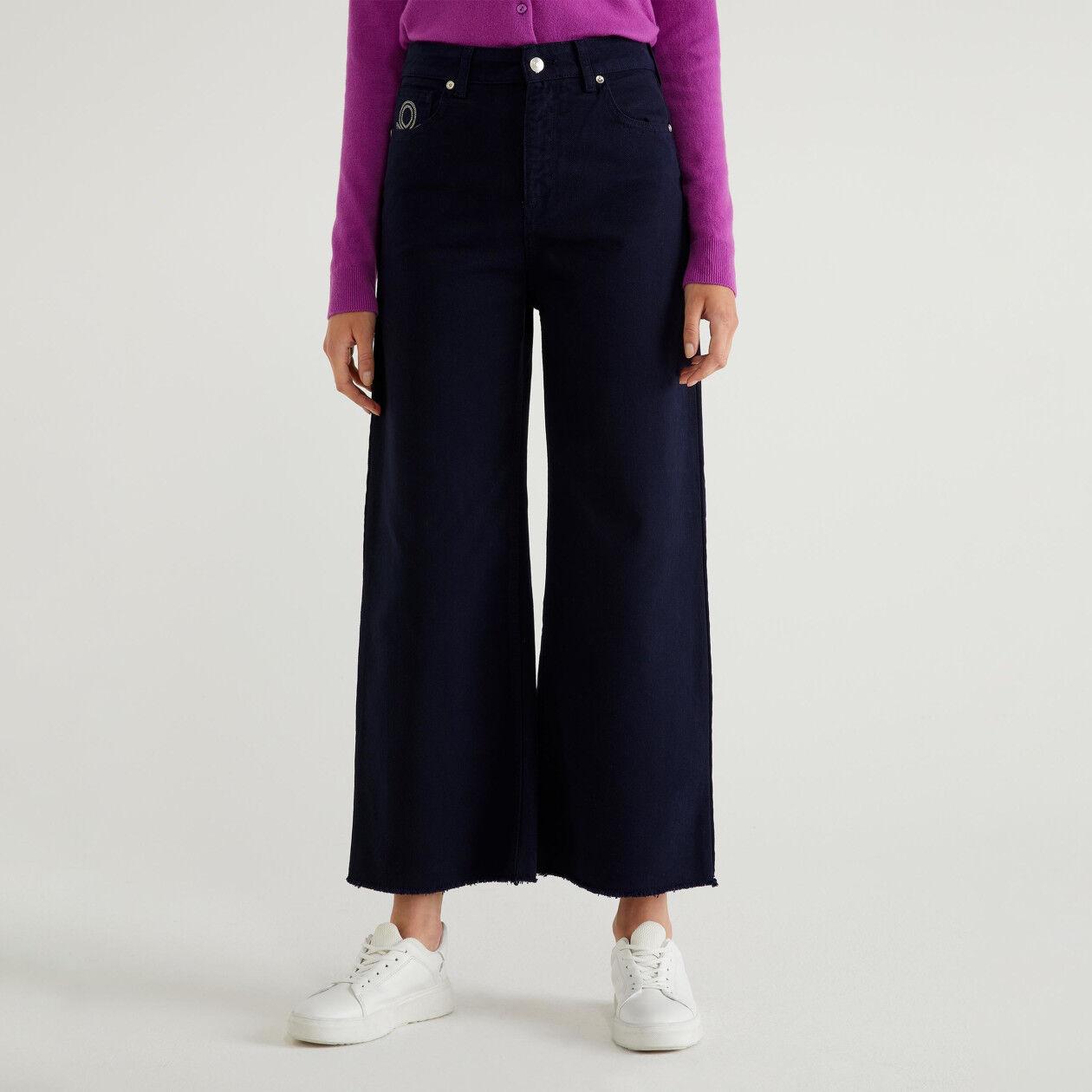 Pantalón cropped desflecado