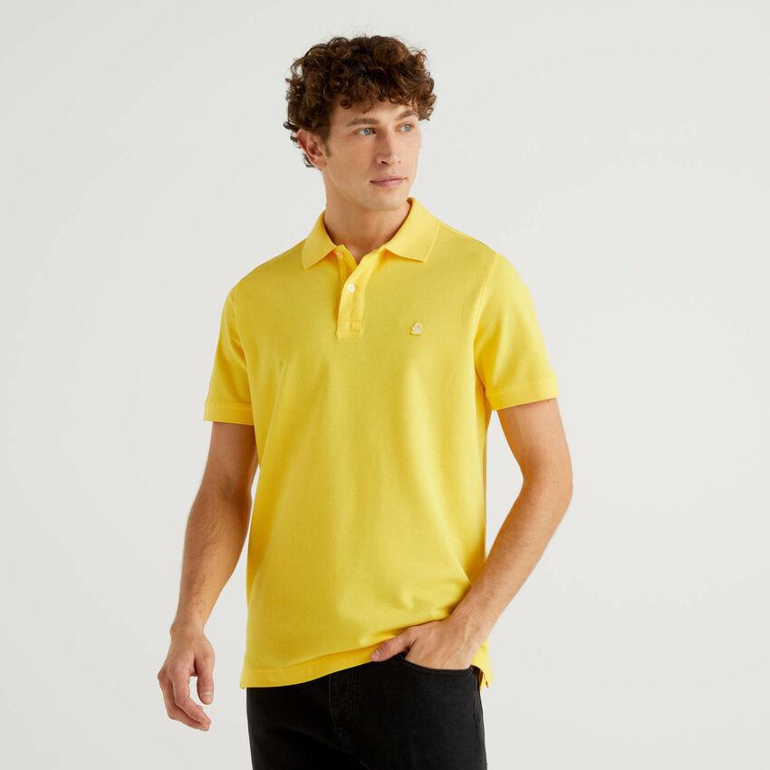 Polo clásico amarillo