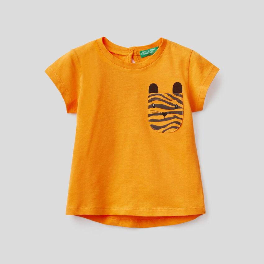 Camiseta de algodón con bolsillo estampado