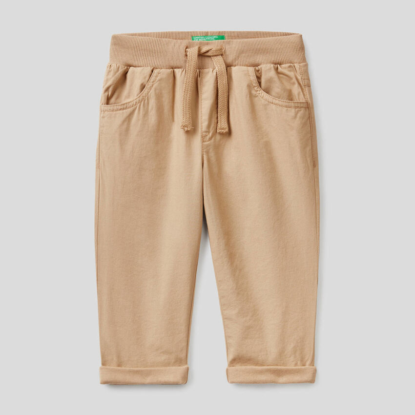 Pantalón con cordón de ajuste