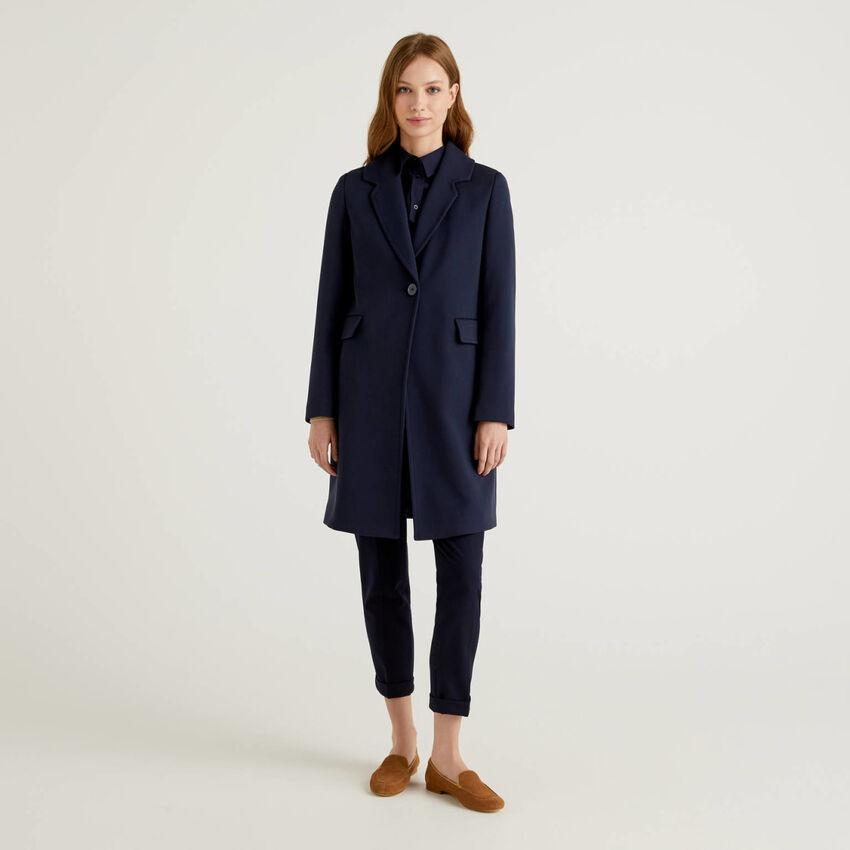 Abrigo con cuello de solapas