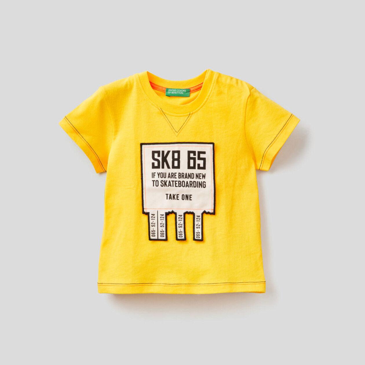Camiseta con aplicación 3D