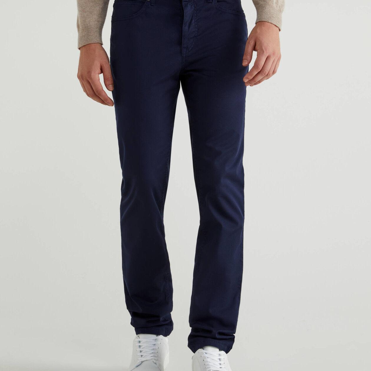 Pantalón de corte ceñido