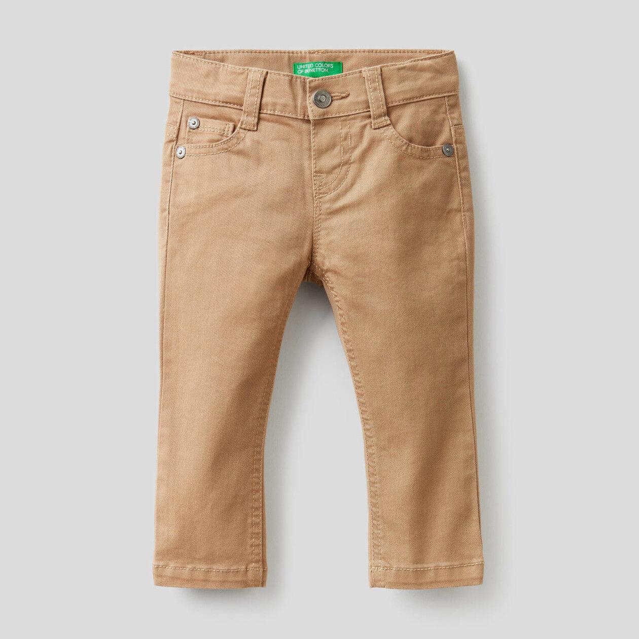 Pantalón slim fit de algodón elástico