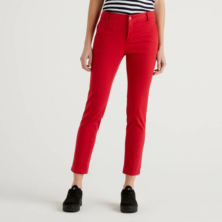 Chinos slim fit de algodón rojo