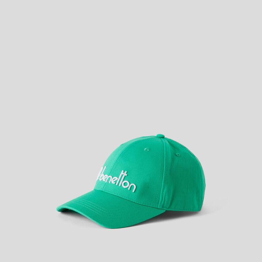 Gorra de béisbol con logotipo bordado