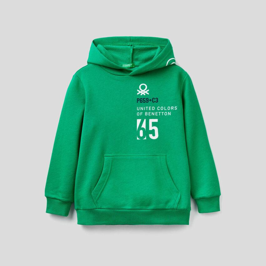 Sudadera verde con capucha