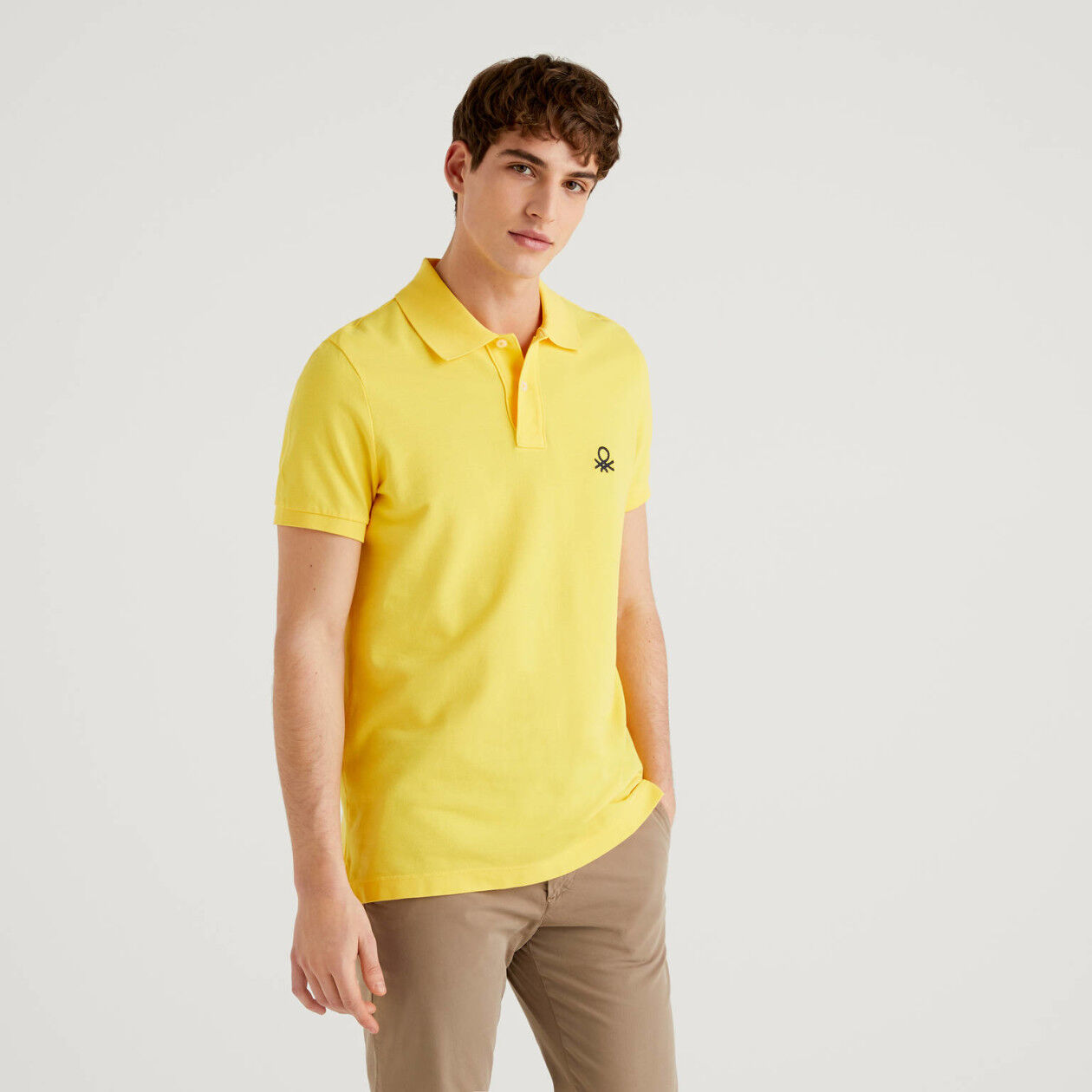 Polo slim fit amarillo