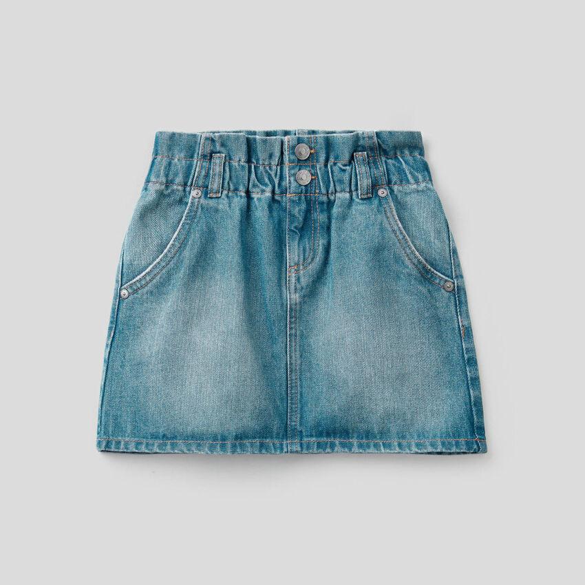 Falda corta en denim de 100 % algodón