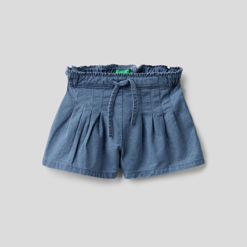 Pantalón corto en denim de rayas