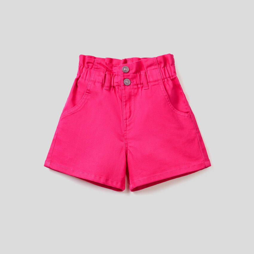 Pantalón corto paperbag en denim teñido elástico