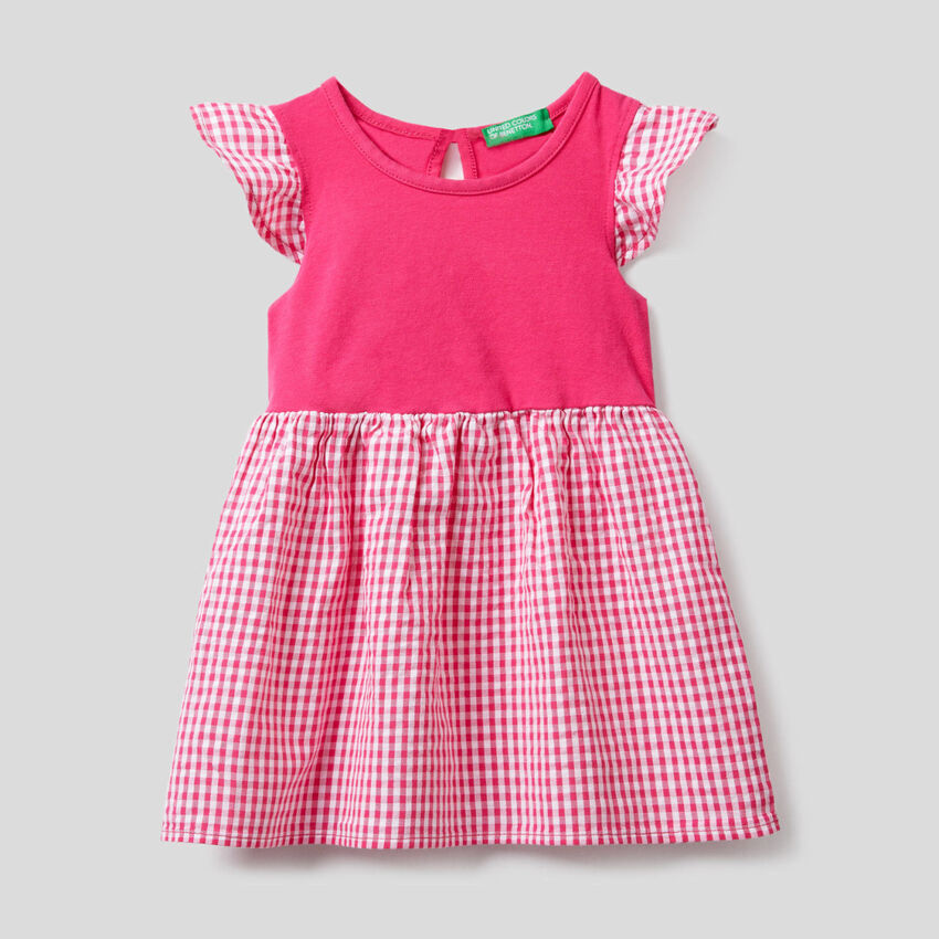 Vestido bicolor con estampado de Vichy
