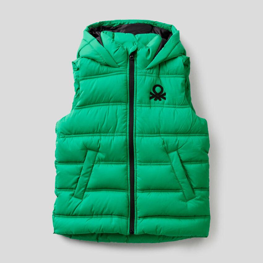 Abrigo sin mangas con capucha
