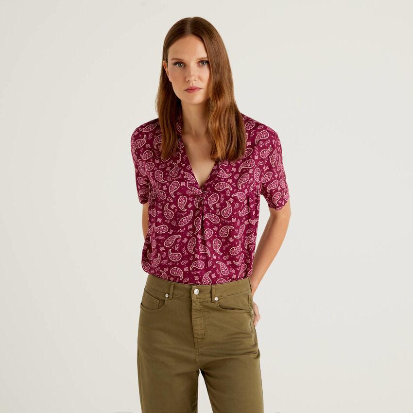 Camisa de manga corta con escote de pico