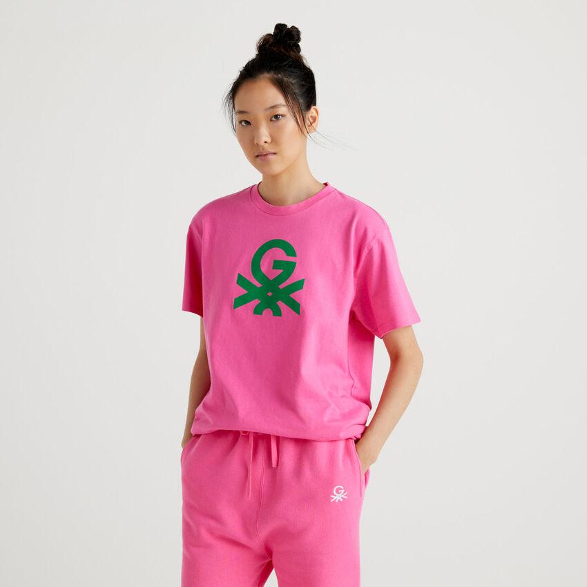 Camiseta unisex fucsia by Ghali con logotipo