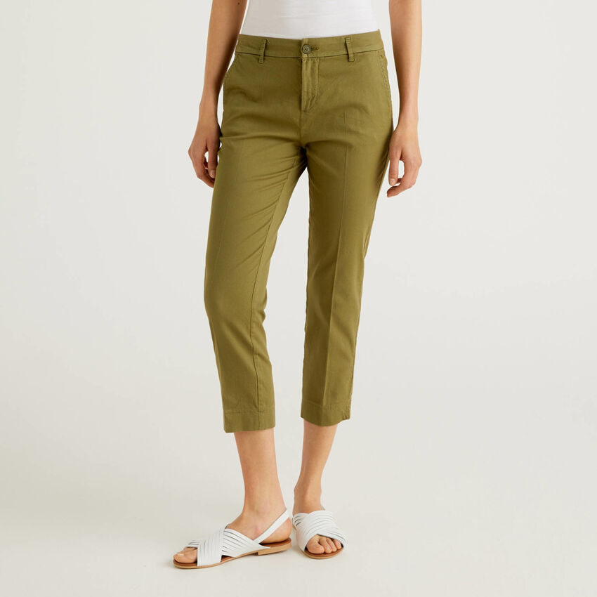 Pantalones chinos cropped de algodón elástico