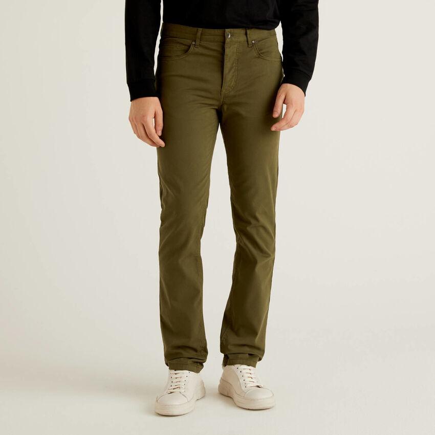 Pantalones de cinco bolsillos en algodón elástico