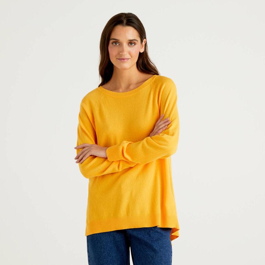 Jersey amarillo con pliegue en la parte trasera
