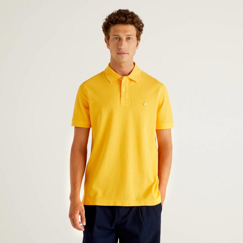 Polo regular fit amarillo