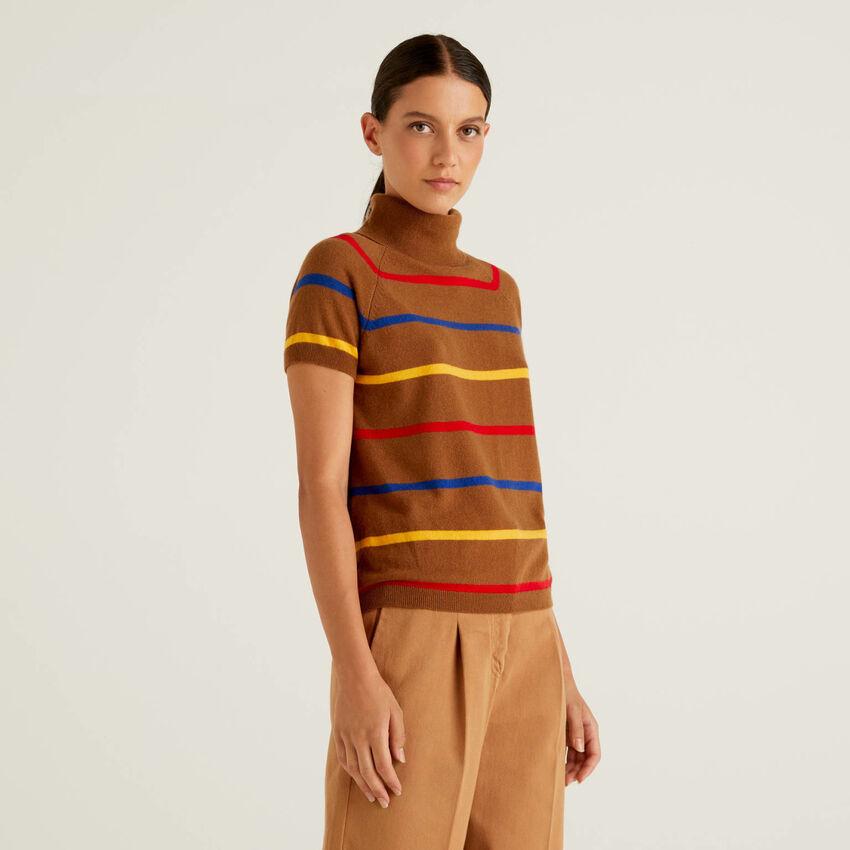 Jersey de cuello cisne marrón de rayas en mezcla de lana y cachemir