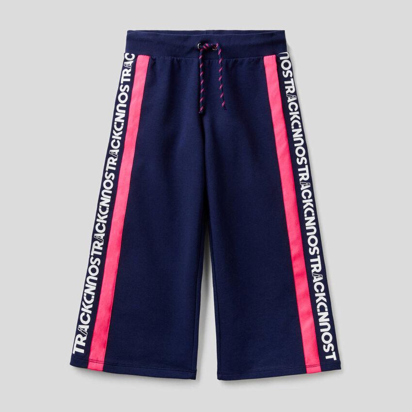 Pantalón cropped de felpa