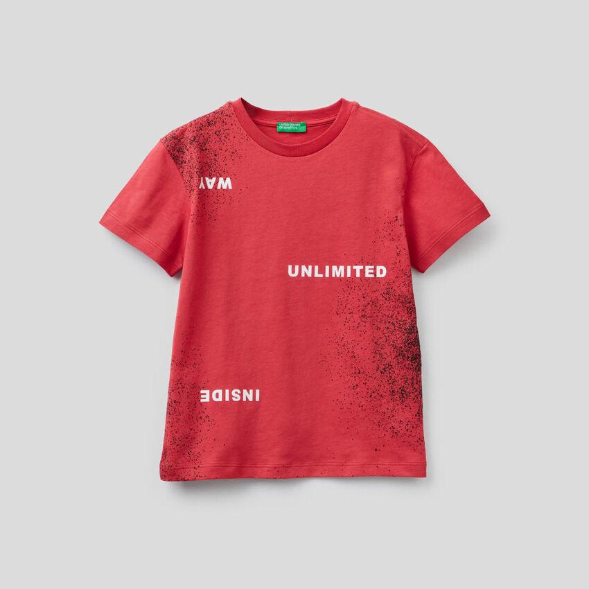 Camiseta con estampado de efecto espray
