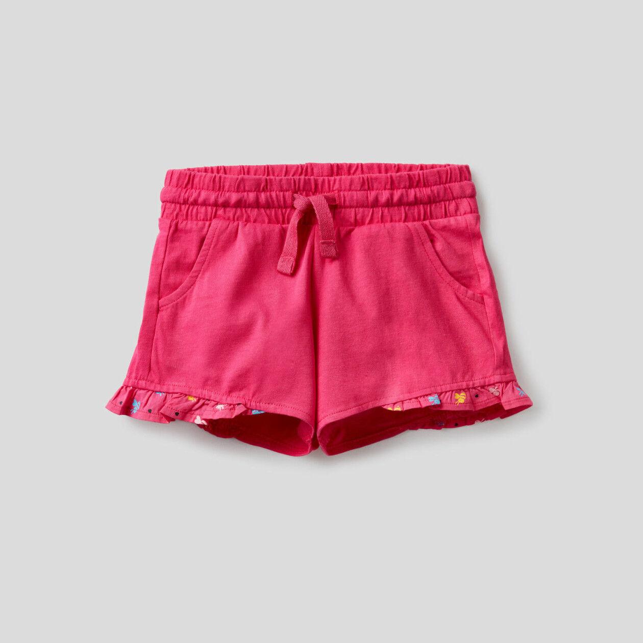 Pantalón corto de 100% algodón con volante