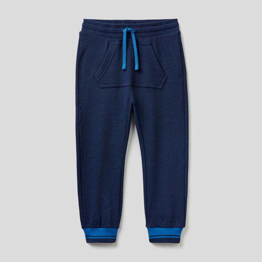 Pantalones de felpa con bolsillo canguro