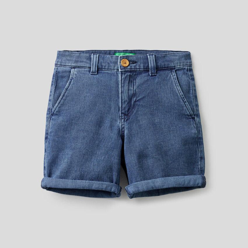 Pantalón corto en denim de algodón elástico