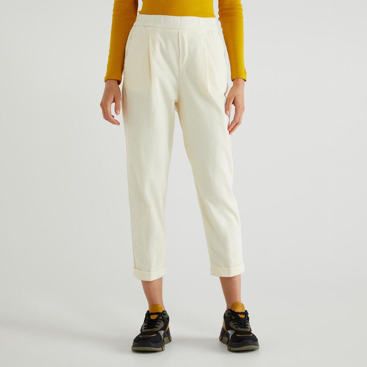 Pantalones chinos de pana con vuelta