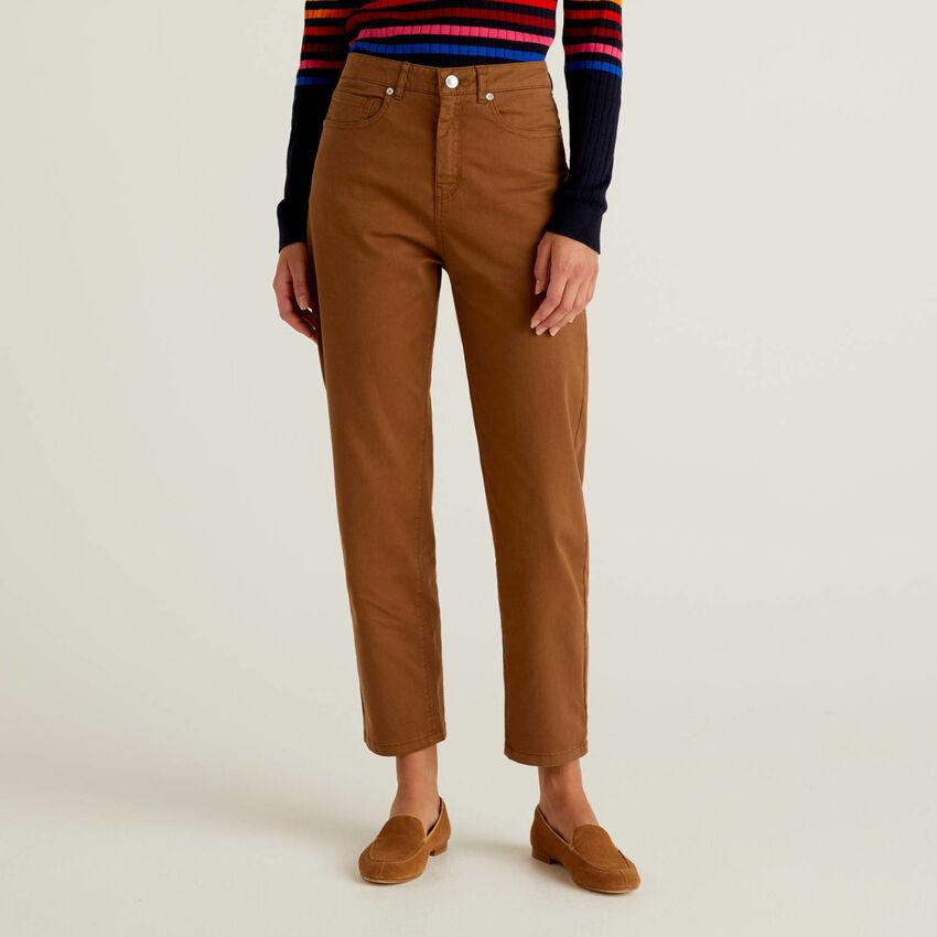 Pantalón boyfriend de algodón elástico