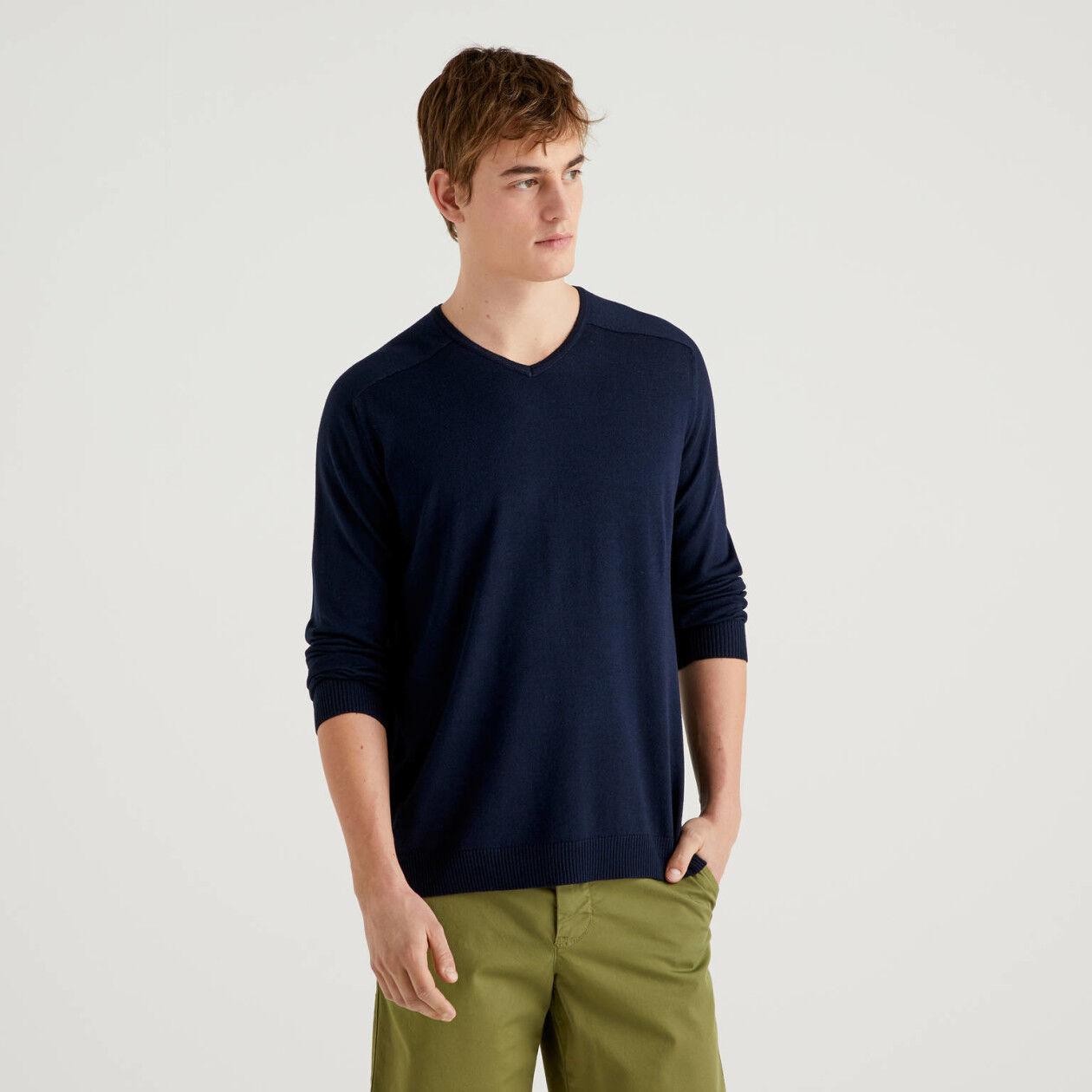 Jersey de viscosa y lana con escote de pico