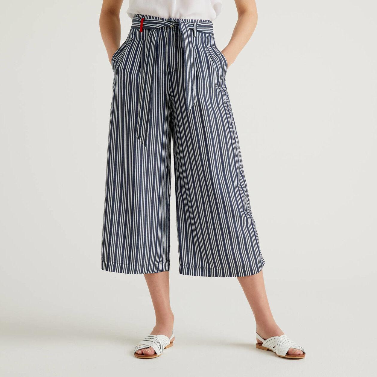 Pantalón oversize con cinturón