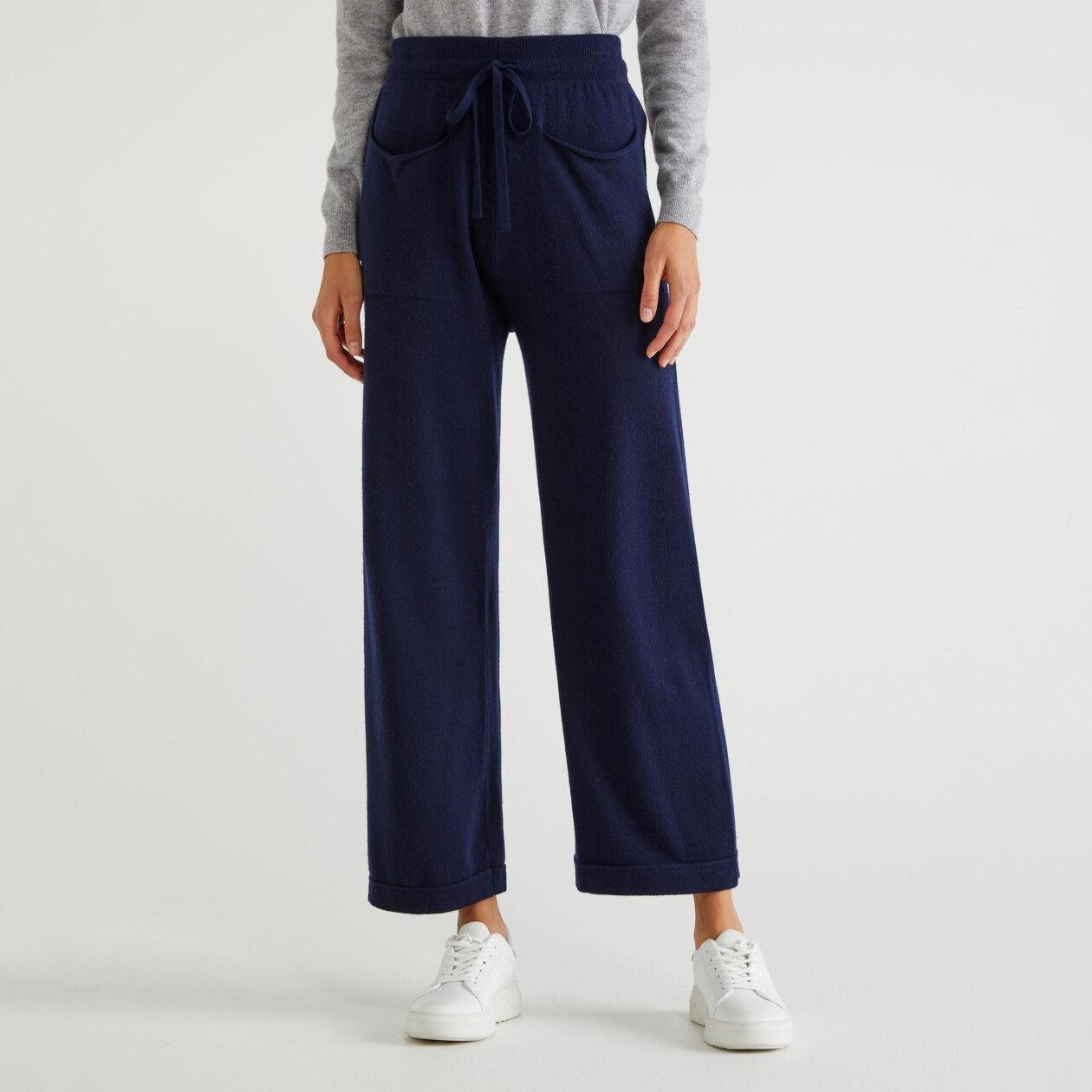 Pantalón de punto con bolsillos